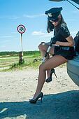 Голые женщины полицейские фото6