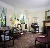 bild bathroom viktorianischer stil dunkles gr n w nde und marmor badewanne umgeben. Black Bedroom Furniture Sets. Home Design Ideas
