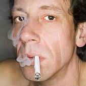 bilder nahaufnahme von a mann rauchen zigarette und tragen a nikotin flecken auf. Black Bedroom Furniture Sets. Home Design Ideas